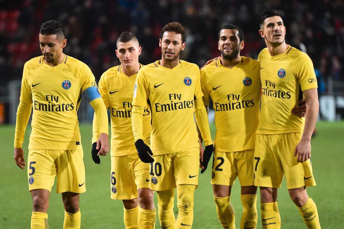 Brasse-kompisarna Neymar Dani Alves som tillhör ska ha utnämnt sig själva till interna ledare.