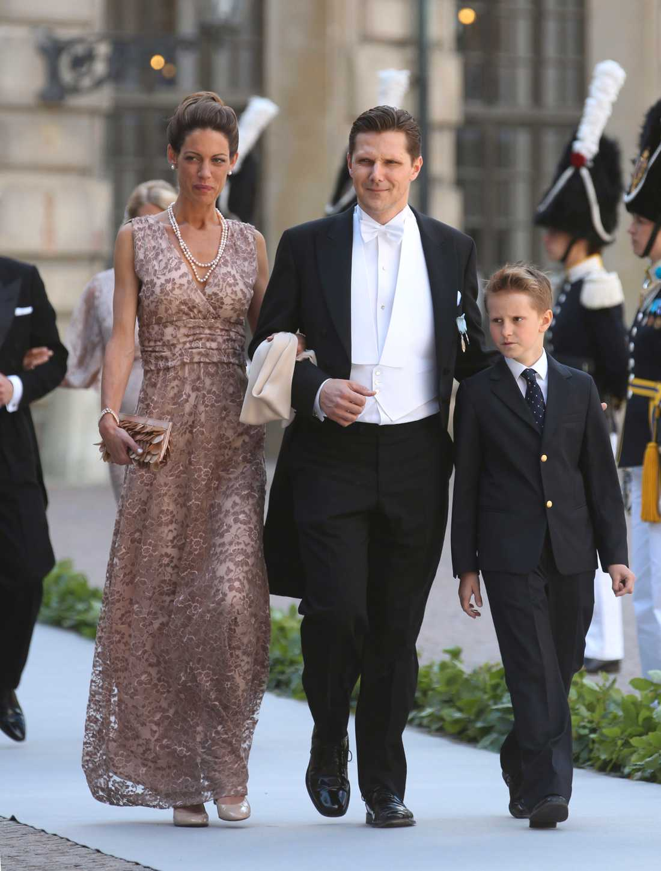 Patrick Sommerlath med fru Mailne och sonen Leopold anländer när prinsessan Madeleine gifte sig med Christopher O'Neill i Slottskyrkan i Stockholm förra året.