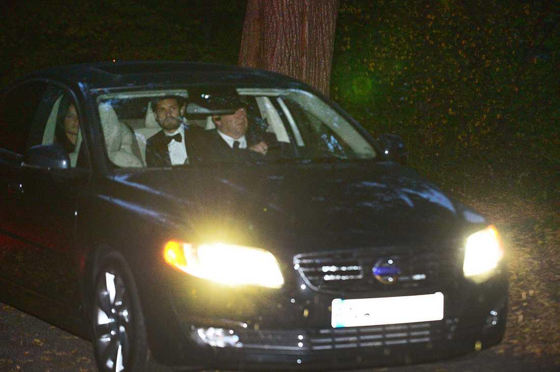 Sofia och prins Carl Philip kommer till Daniels fest på Haga.