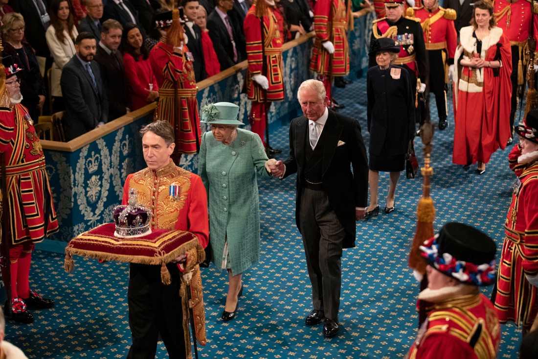 Drottning Elizabeth och prins Charles.