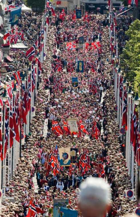 Folkyra Norges nationaldag firas med pompa och ståt.