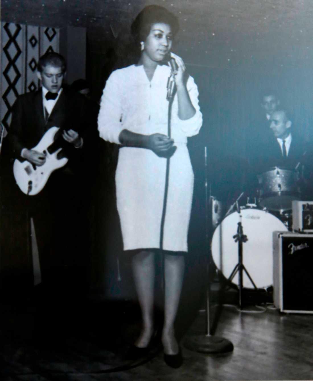 Aretha inledde sin karriär med att sjunga i sin pappas kyrka. Här är en väldigt tidig bild därifrån, när exakt när den är tagen är dock oklart.