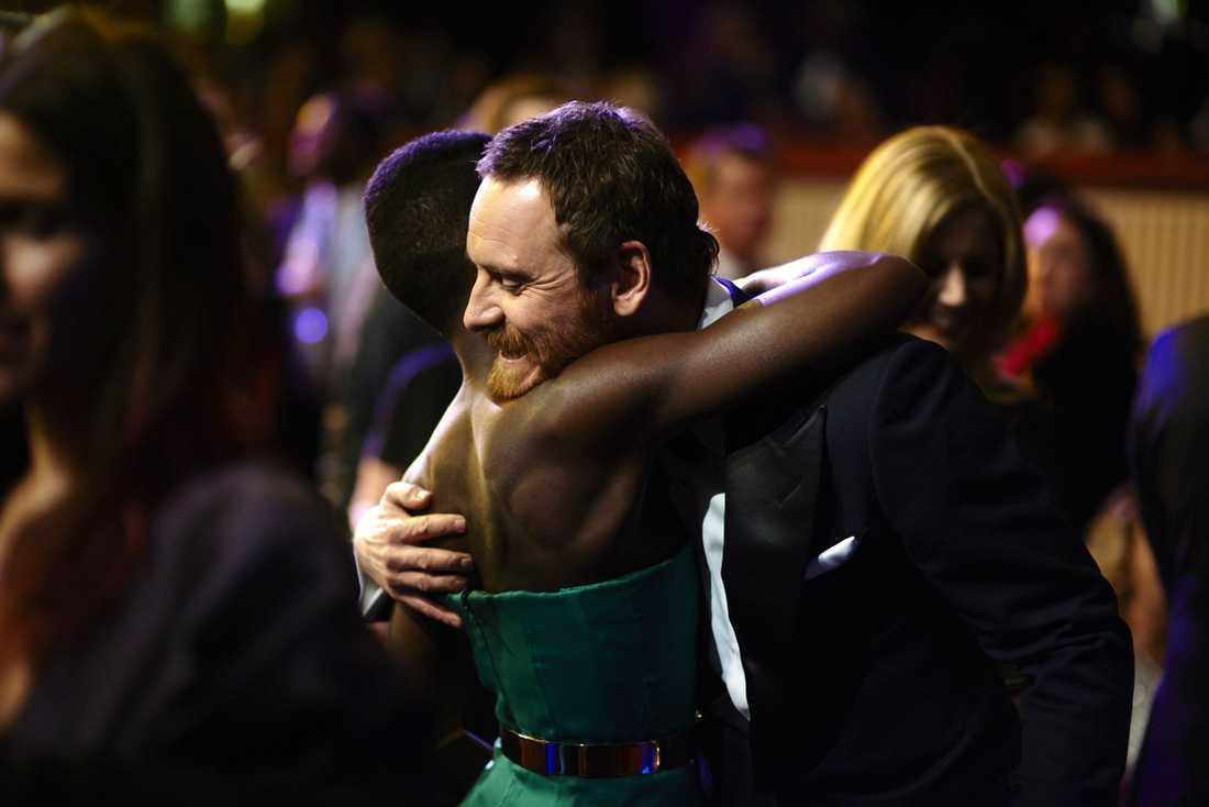 Fassbender gratulerade Lupita Nyong'o till sin Oscar.