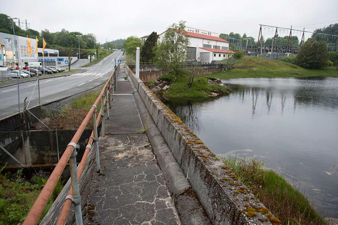Invånare i norska Askøy har drabbats av tarminfektioner. Misstankarna riktas mot dricksvattnet.