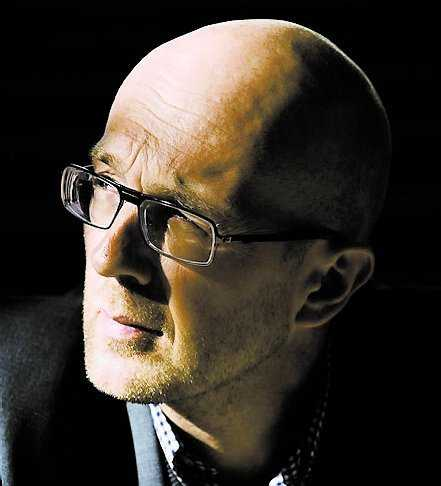 """Johan Kling fick 2007 Nordiska filmpriset på Göteborgs filmfestival för sin film """"Darling"""" . """"Människor utan betydelse"""" är hans debut soim romanförfattare."""