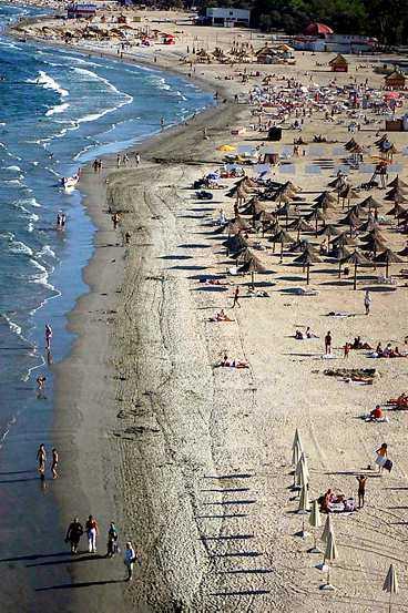 Mamaias strand sett ur fågelvy.