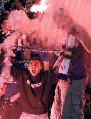 Som hemma Bosnien-Hercegovinas klack lär höras och synas på Råsunda i kväll när över 10 000 bosniska fans intar bortasektionen.