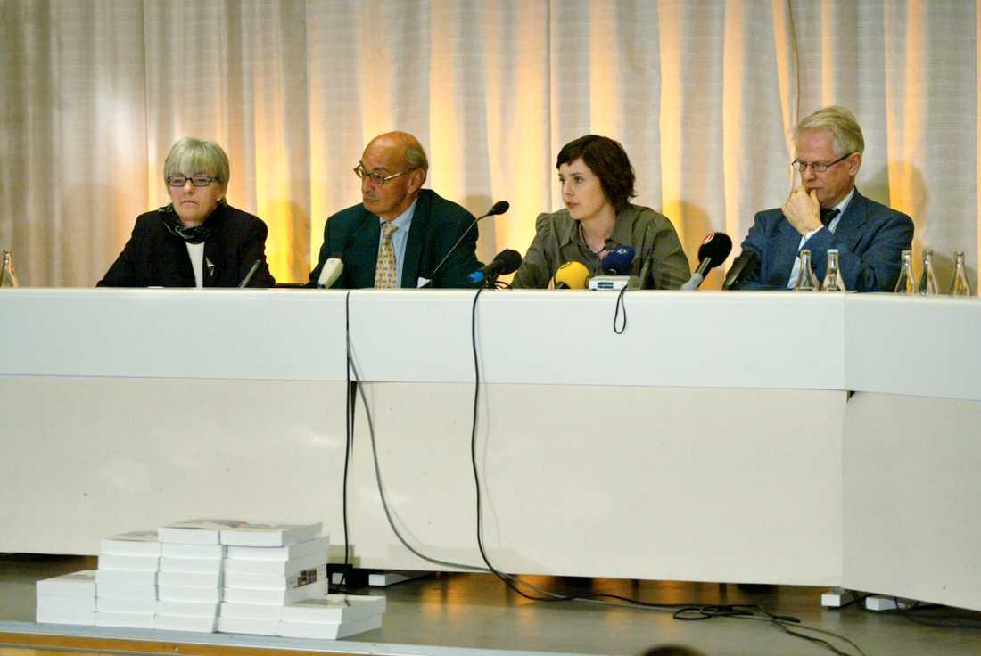 Göteborgskommittén presenterade sin slutrapport. Från vänster Marianne Eliason, Ulf Adelsohn, Malin Berggren och Ingvar Carlsson.