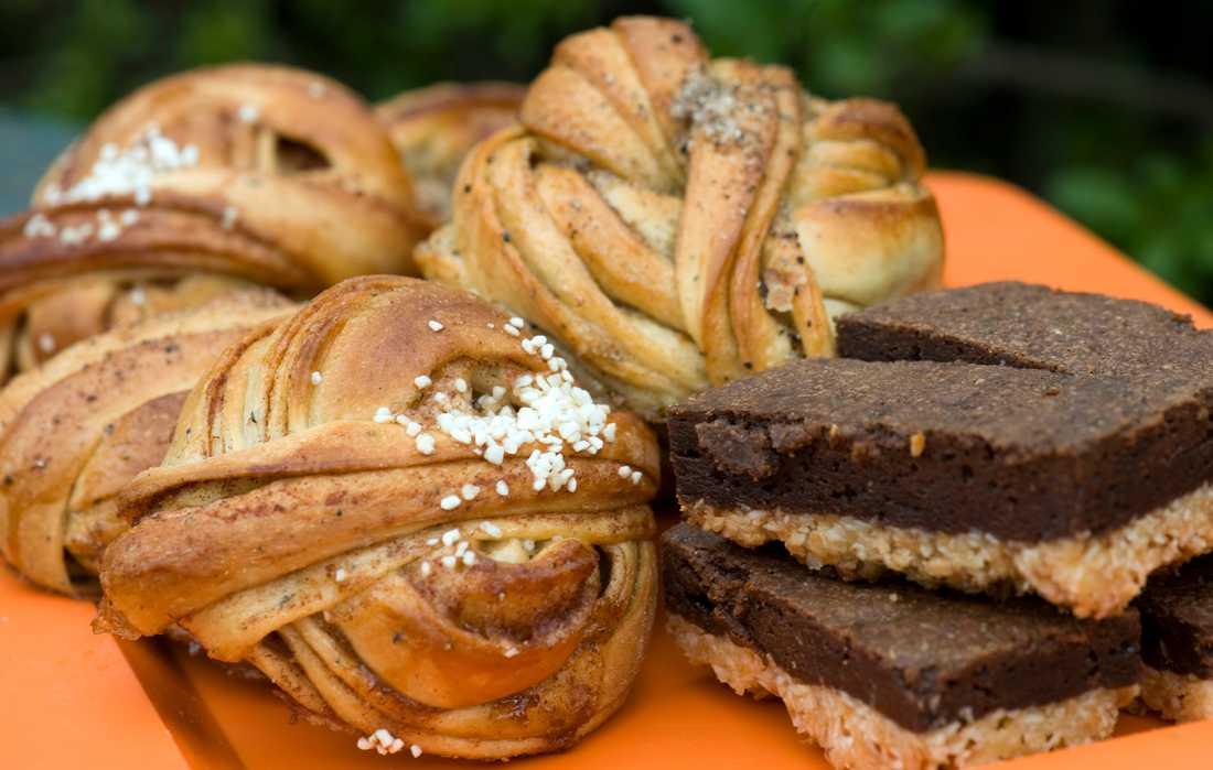 Varken söta bakverk, läsk eller godis borde serveras i skolkafeterior, enligt Livsmedelsverket. Arkivbild.
