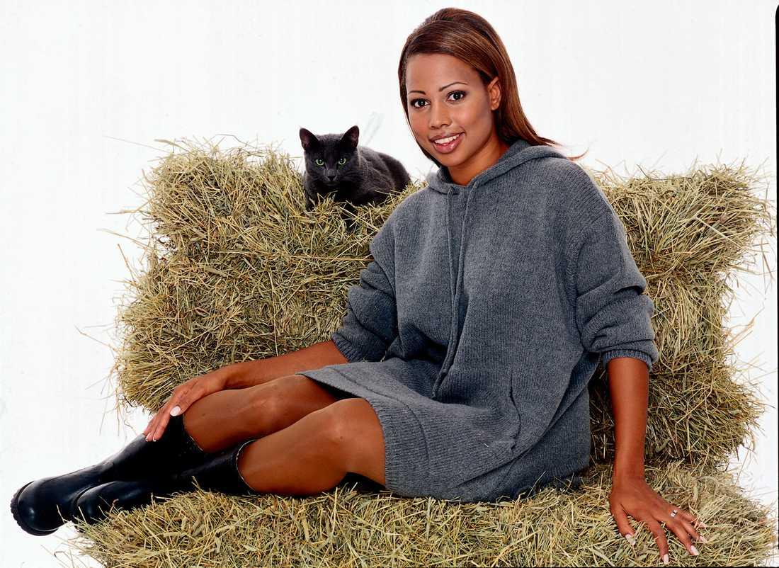 1998-1999 hade hon sin egen talkshow Alice Bah i TV4.