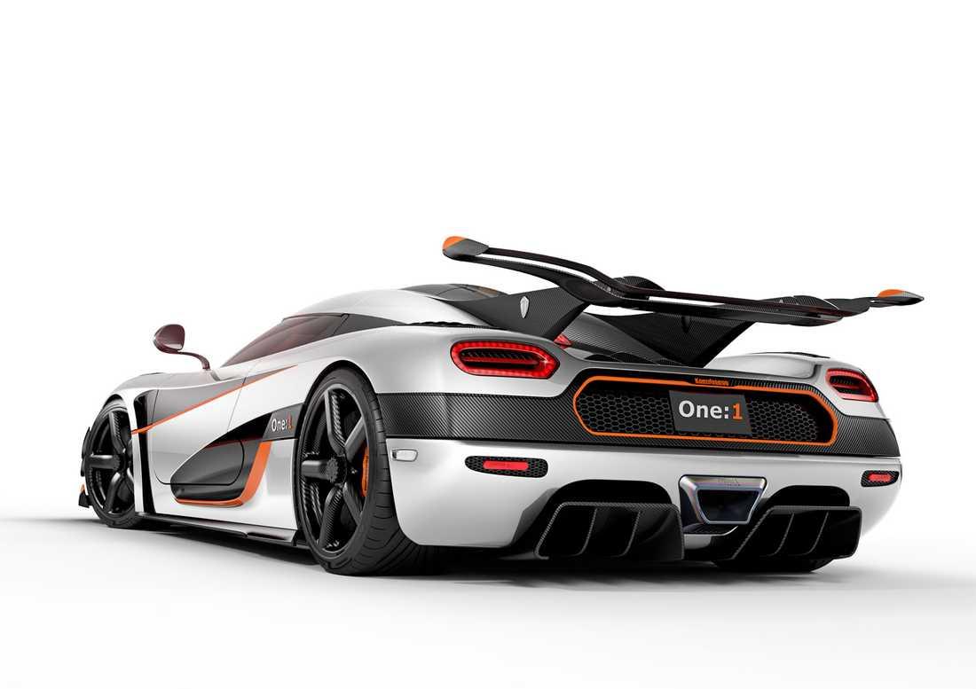 One:1  klarar av resan 0-300-0 km/h på 17,95 sekunder.