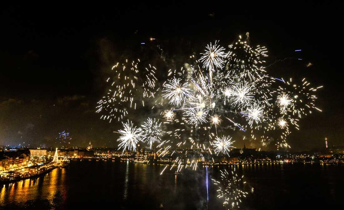 Raketer är för många nära förknippat med en glad fest på årets sista dag men de orsakar även problem och olyckor varje år. Arkivbild.