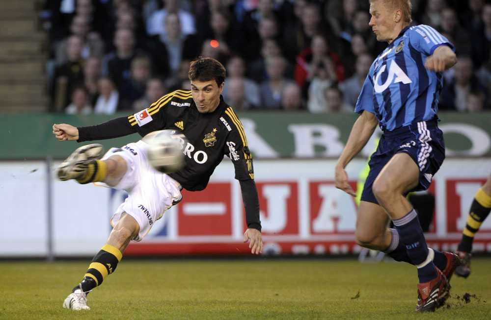 Daniel Mendes skjuter in 1-0 för AIK.