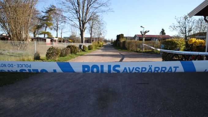 Polisens avspärrningar vid koloniområdet i Malmö där en person hittats död på fredagsmorgonen.