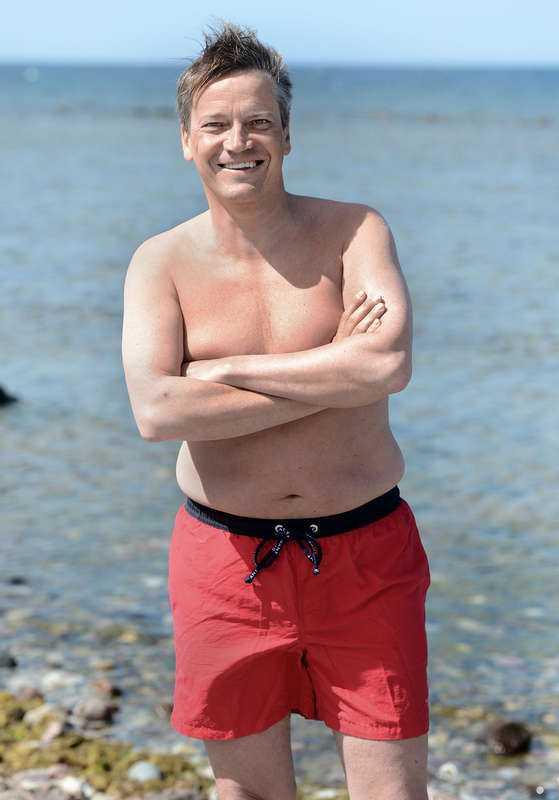 """Skjortan åkte av 2012 åkte skjortan av. """"Jag vill spegla ett parti som har förändrats mycket sedan bilden på Alf Svensson"""", säger Göran Hägglund, 53, och tillägger skämtsamt: """"Det har gått både några år och några kilo sedan förra bilden."""""""
