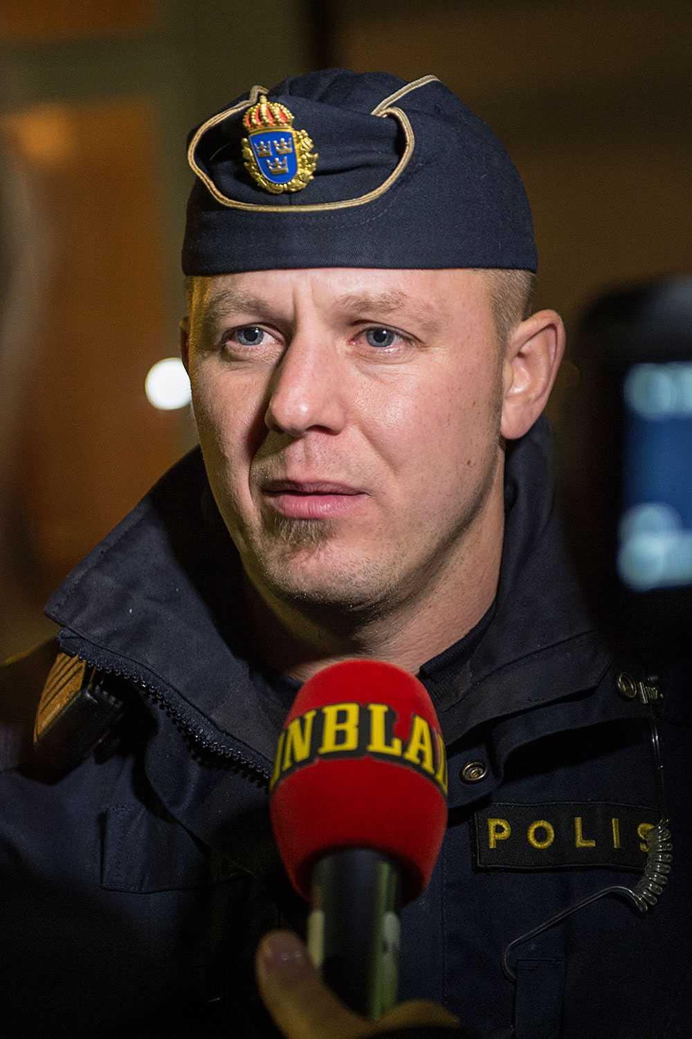 """Polisens presstalesman Erik Thulin kommer själv från Ljungsbro. """"Det är ett trauma, en chock för alla de här människorna"""", säger han."""