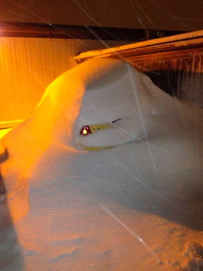 Stora mängder snö har fallit i stora delar av landet. Den här bilden är från Skövde.