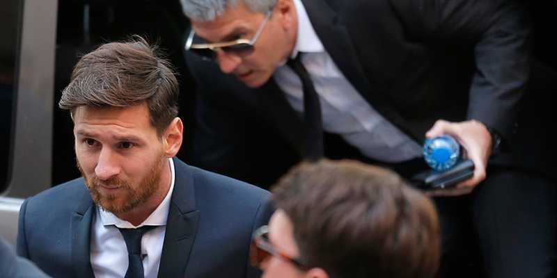 Messi på väg in till rättegången