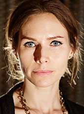 Nina Persson.