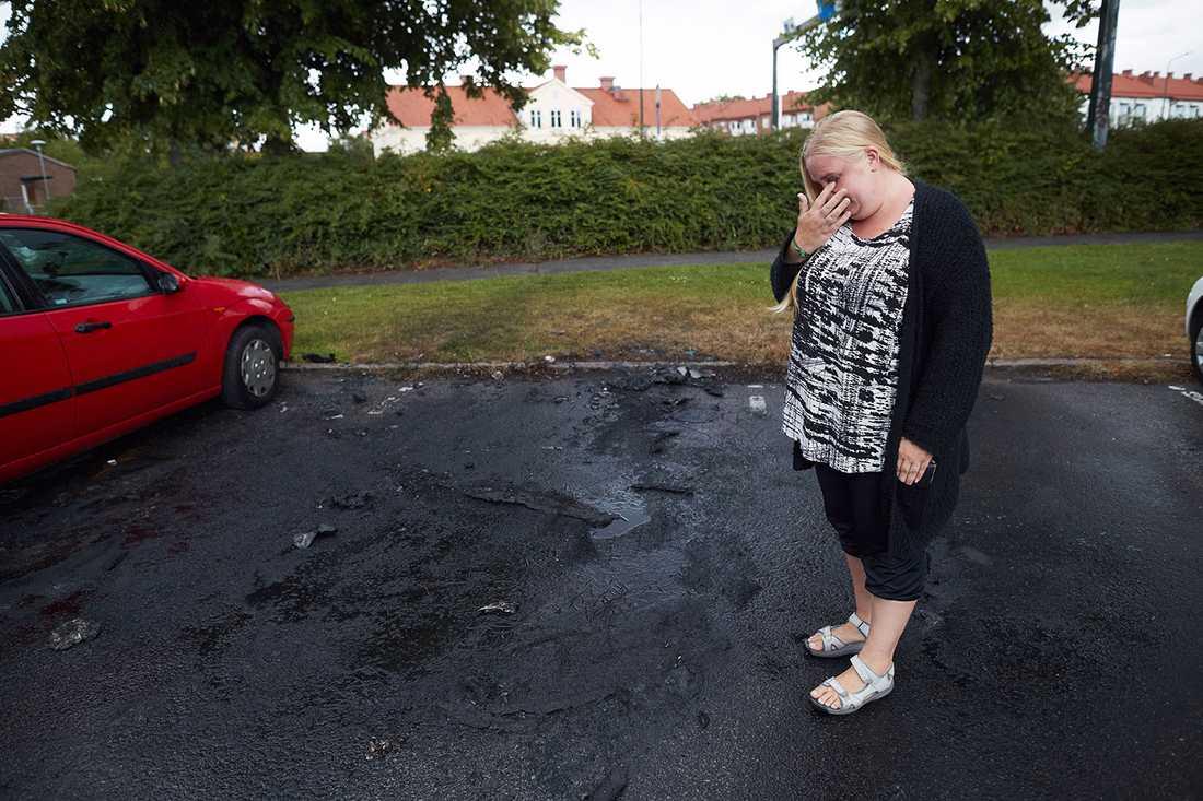 Att bilen förstörts skapar mycket problem för Johanna.