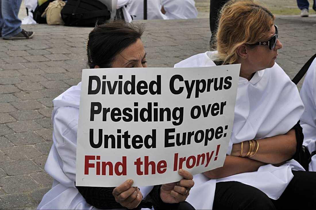 Snart ny ordförande. För tre dagar sedan var Cypern tvunget att söka nödlån på runt 900 miljarder. På söndag tar landet över som ny orförande i EU.