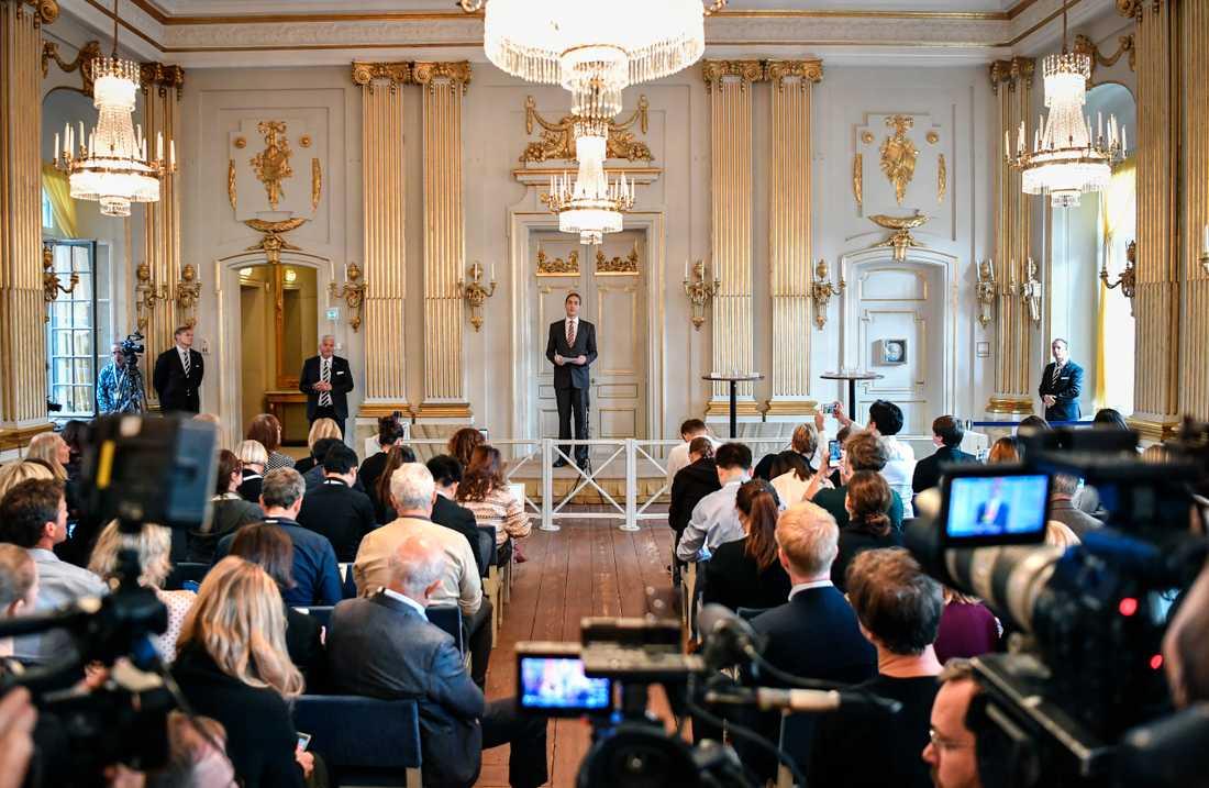 Mats Malm, Svenska Akademiens ständige sekreterare, tillkännager 2018 och 2019 års pristagare av Nobelpriset i litteratur i Börssalen i Gamla Stan i Stockholm.