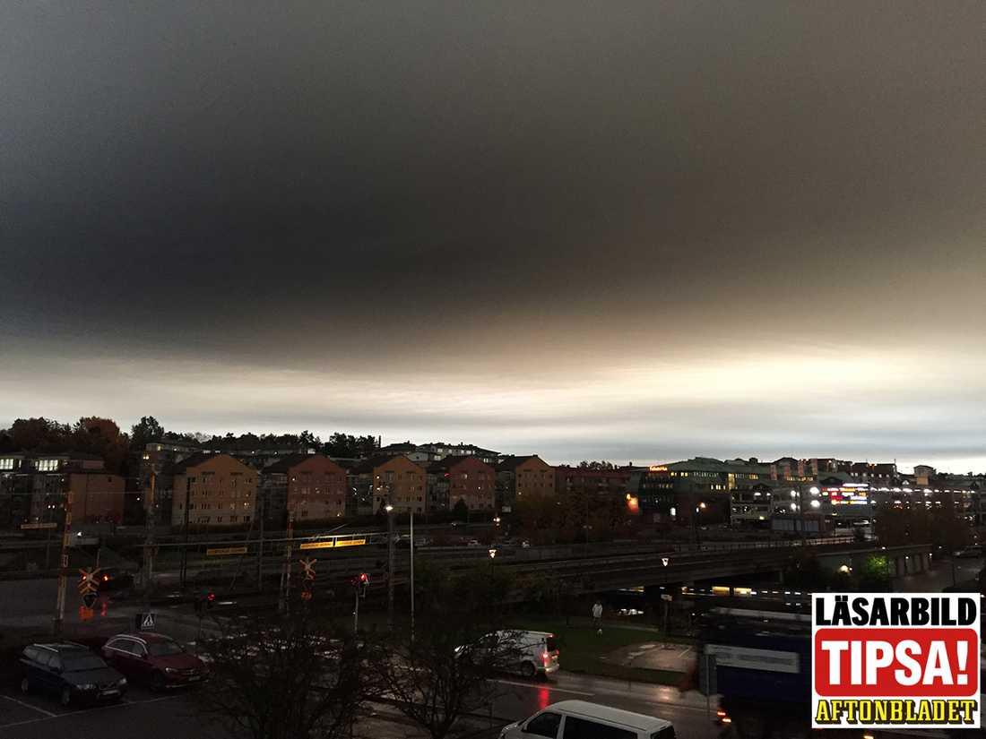 Läsaren Anna tog den här bilden över Åkersberga klockan 08:43.
