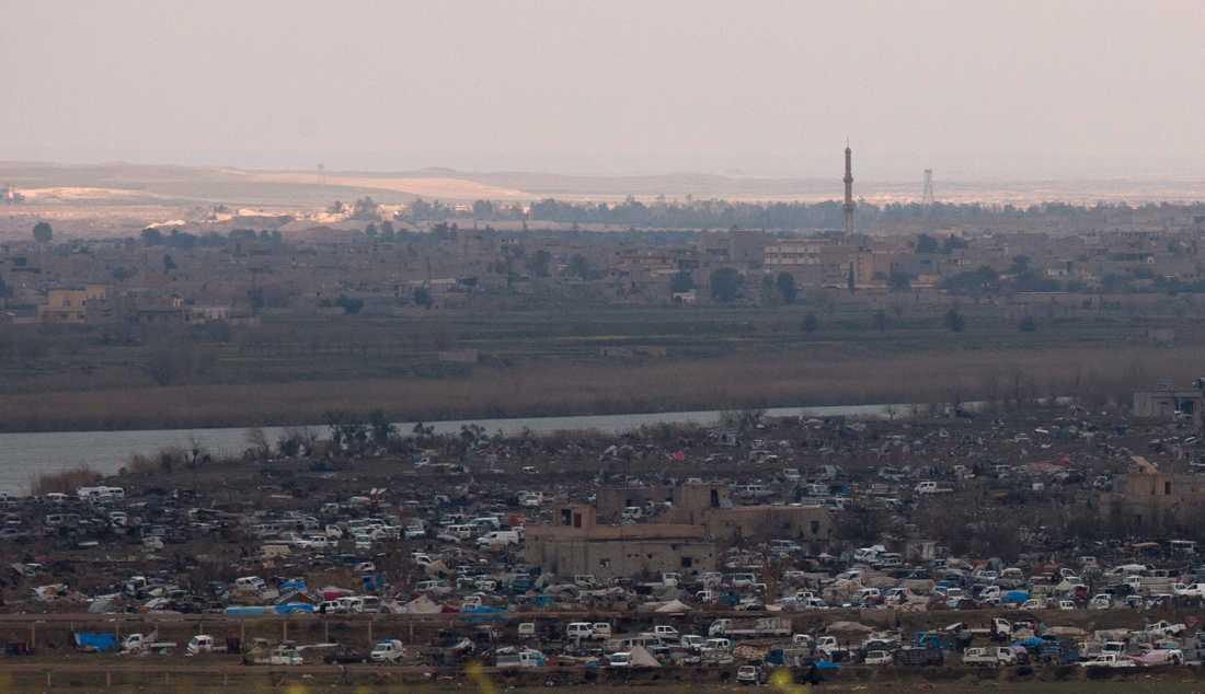 Många IS-anhängare finns fortfarande kvar i kalifatets sista fäste Baghouz. Området är minerat och fullt av tunnlar.