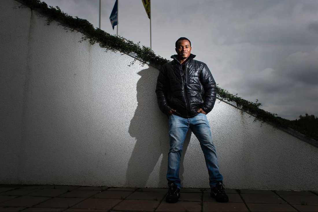 Valde bort studierna  Föräldrarna tyckte att Nasiru Mohammed skulle välja studierna. Han valde fotbollen och lämnade sin familj som nioråing.