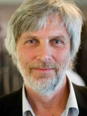 Lön: 32 500 kronor. Thommy Bergström, 63. Examen: Adjunkt, Filkand och lärarhögskolan. 36 år i yrket.  – För att säkra att de bästa studenterna väljer yrket för vår framtids bästa. Ett litet land behöver stora kunskaper.