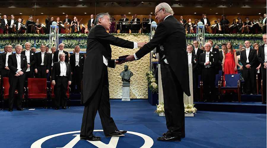 Senast det begav sig, 2017, fick Kazuo Ishiguro ta emot litteraturpriset av kung Carl XVI Gustaf under Nobelprisutdelningen i Konserthuset i Stockholm. Vilka blir det i år?