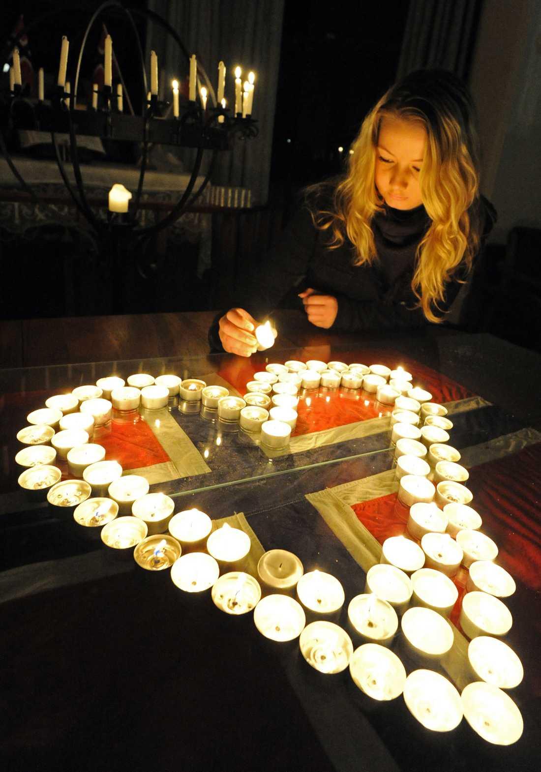 AUSTRALIEN En kvinna tänder ljus i norska sjömanskyrkan i Sydney.