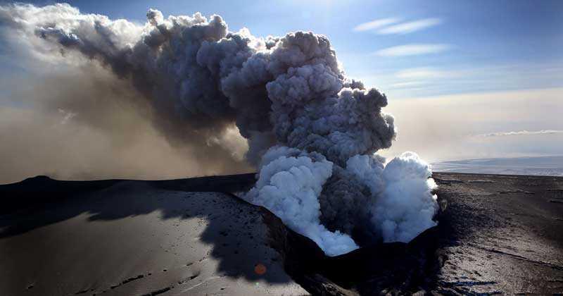 askmoln Vulkanen Eyjafjallajökulls utbrott har strandsatt resenärer och kostat flygbolagen miljontals kronor.
