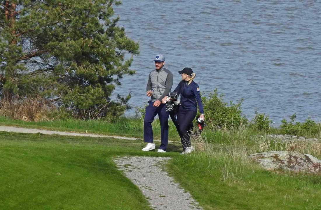 Justin Timberlake verkade trivas i vårsolen på Bro hof slotts golfklubb.