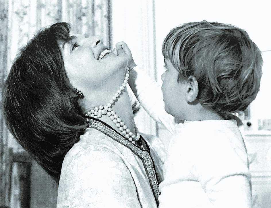 Kennedy 1961–1963 Caroline flyttade in två år gammal, ut som sexåring. John F Kennedy Jr bodde i Vita huset till tre år.