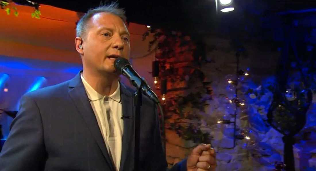 """Magnus Carlson sjunger """"Dom band som binder mig"""" ."""