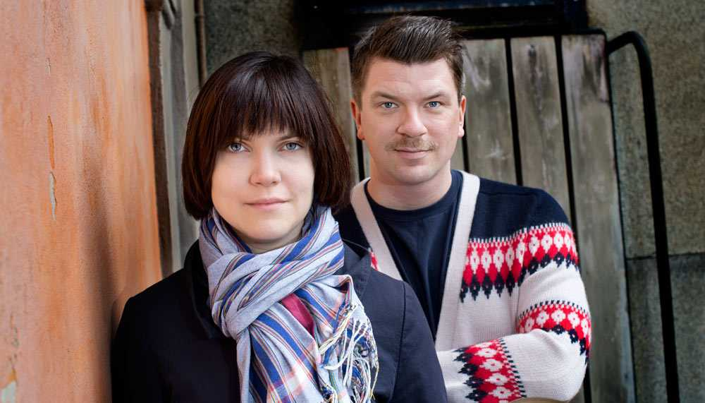 Sara Bergmark Elfgren med skrivarpartnern Mats Strandberg.
