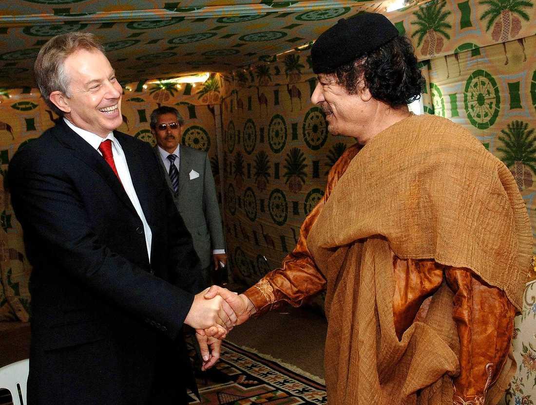 Blair hos Gaddafi på ökenbasen utanför Sirte, söder om Tripoli, i maj 2007.