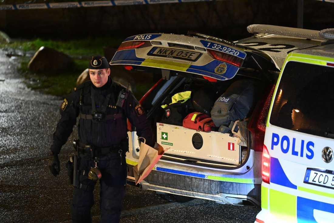 Fyra personer greps under kvällen på nyårsdagen.