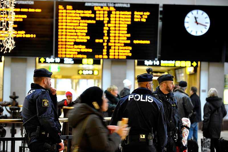 """""""europa ett slagfält"""" I måndags publicerades nya terrorhot mot Sverige. """"Räden mot Stockholm är ingenting annat än början på en ny era för vår kamp, där Europa kommer att utgöra fältet för våra slag"""", säger en person på ett ljudband. Enligt terrorexperten Magnus Ranstorp ligger med stor sannolikhet extremisten Abu Suleiman bakom hoten."""