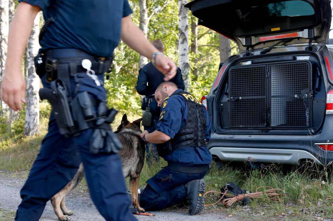 Polisinsatsen efter rymningen från Kriminalvårdens transport i Laxå.