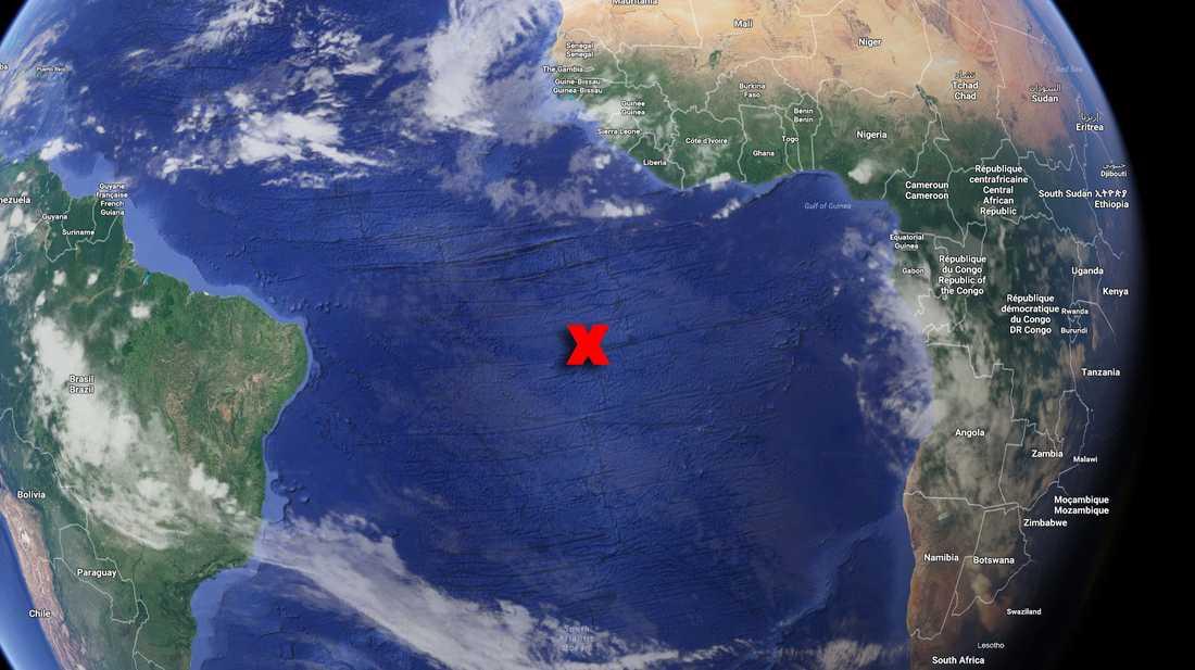 Vid ön Ascension, i Atlanten, drog sällskapet upp det som kan vara den största fisken som fiskats från segelbåt – någonsin.