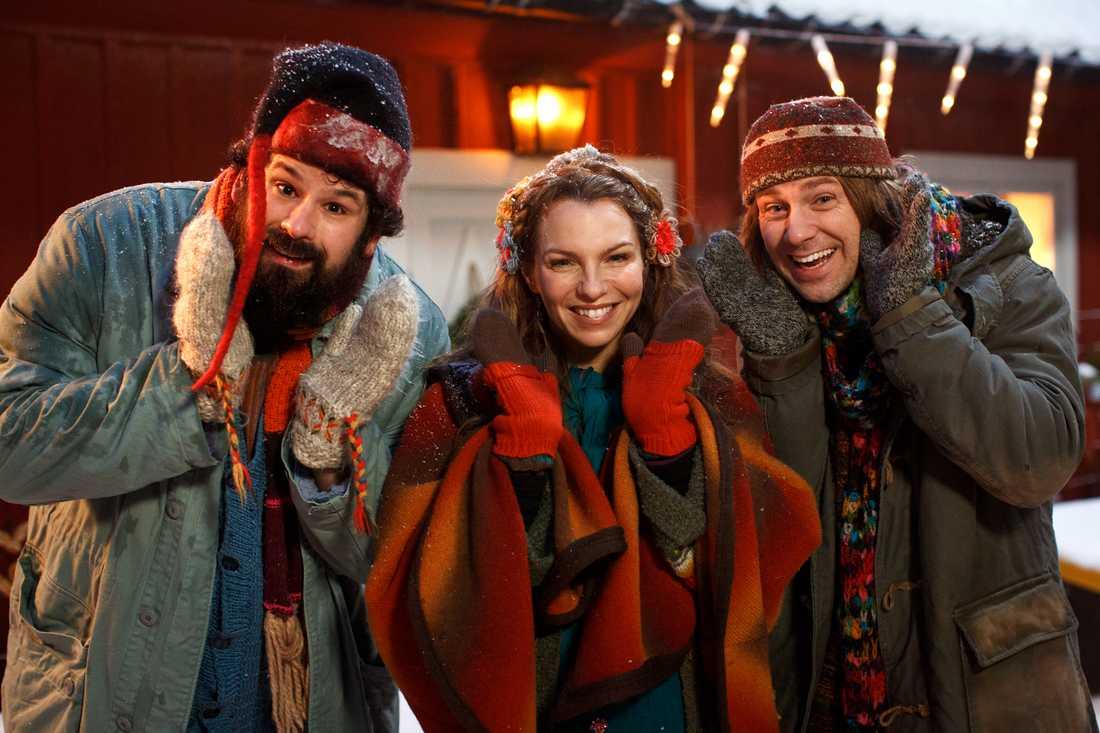 Familjen Miller-Karlsson-Blomberg spelas av Eric Stern, Sofia Ledarp och Linus Wahlgren.