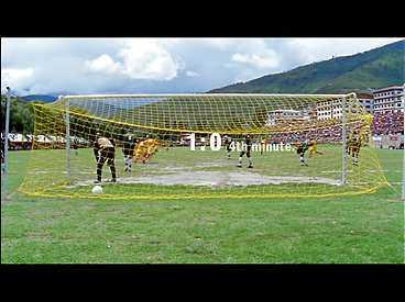 Åtta spelare i Montserrat insjuknade i höjdsjuka, och här sätter Bhutan den första bollen i nätmaskorna redan efter fyra minuters spel. Matchen slutade 4-0 till Bhutan.