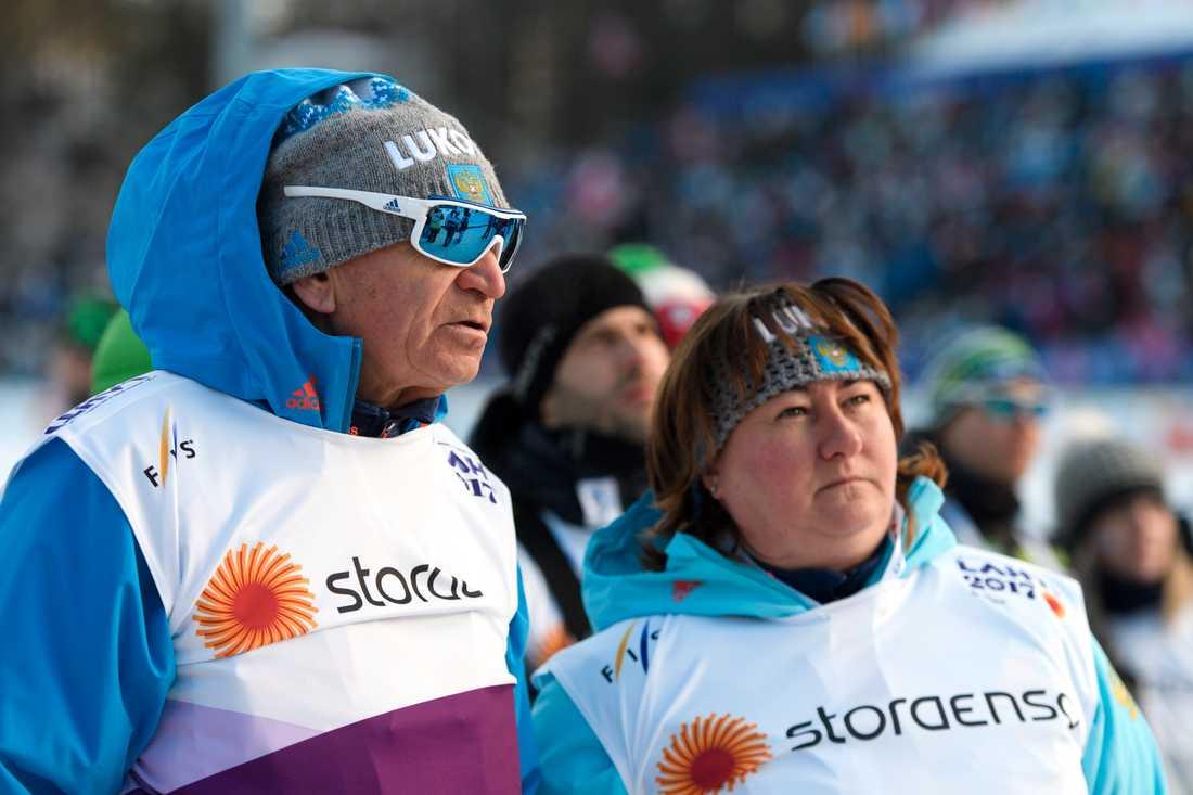 Jurij Tsjarkovski tillsammans med ryska skidförbundets ordförande Jelena Välbe vid världscuptävlingarna i Ulricehamn i vintras.