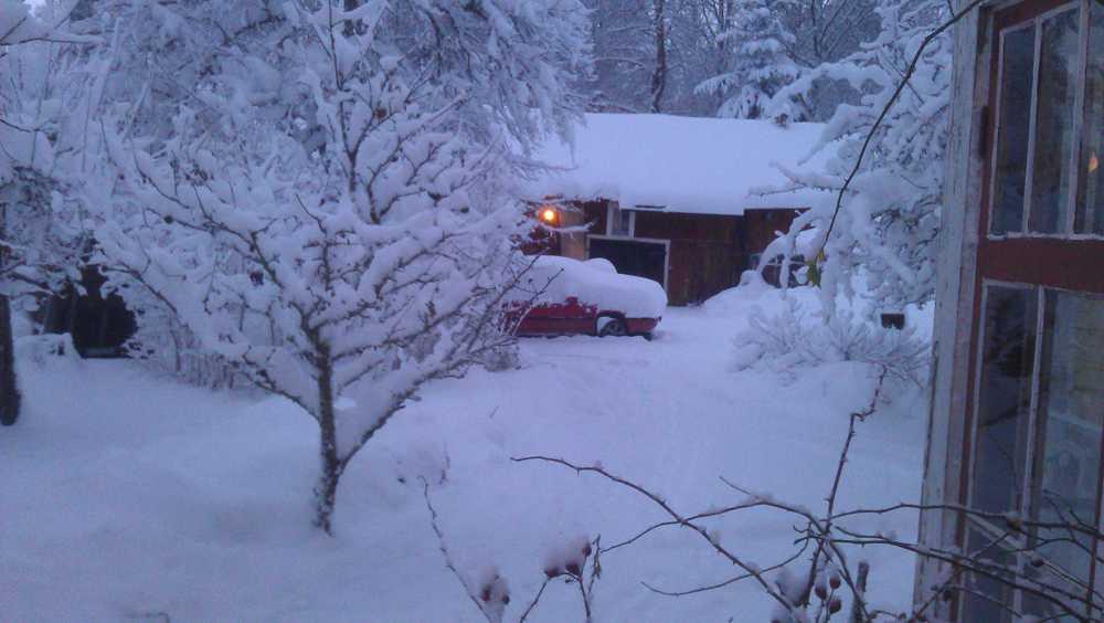 Rejält med snö i Bryttbyn, Österbybruk.