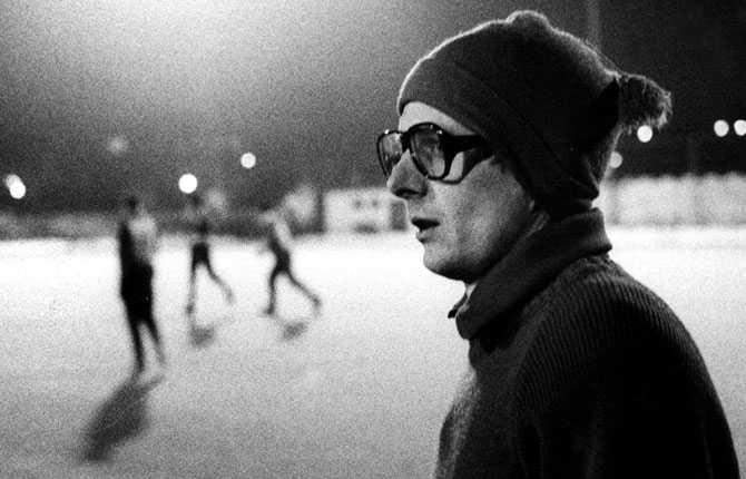 Svennis startade sin tränarkarriär i Degerfors IF och värvades 1979 till svenska storklubben IFK Göteborg.