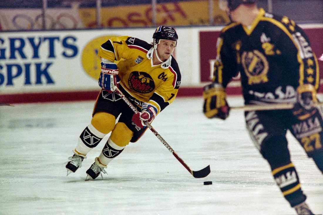 Timo Jutila med gamla tröjan 1992.