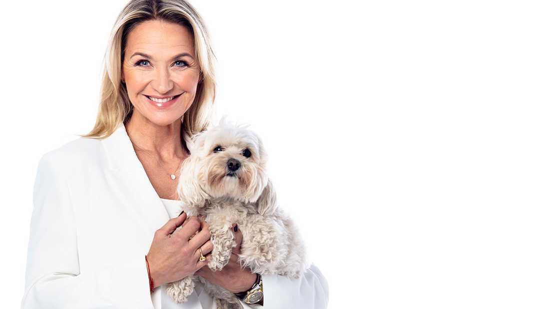 Kristin Kaspersen och blandrashunden Minoo (en Cavapoo) som har ett eget konto på Instagram.