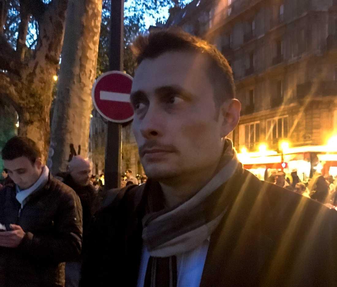 Parisaren Eric Nottey tar farväl av Notre-Dame.